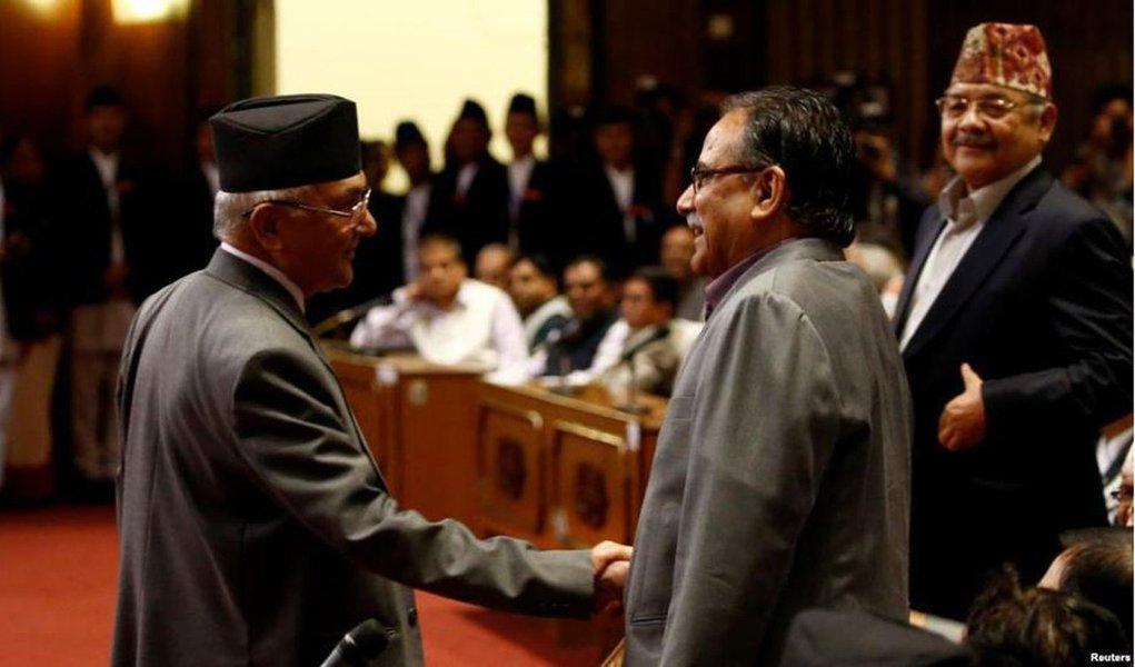 Os três partidos comunistas do Nepal, que até pouco tempo estavam em conflito entre si, comunicam agora o início de um processo que levará ao nascimento de um novo partido comunista unificado; o Partido Comunista do Nepal – Unidade Marxista-Leninista (PCN-UML), o Partido Comunista do Nepal – Centro Maoísta (PCN-CM), dois maiores partidos comunistas do país, decidiram unir-se aomenor Partido Força Nova (Naya Shakti); processo de fusão levará provavelmente à constituição do maior partido político do país asiático