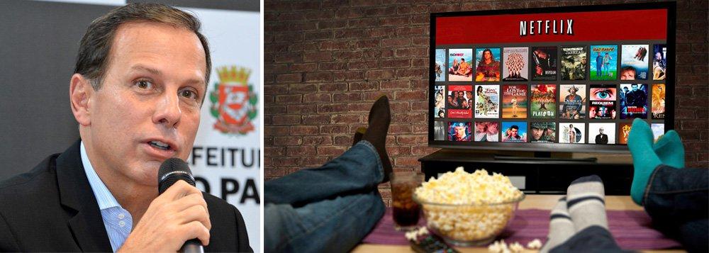 """Prefeito de São Paulo, João Doria (PSDB), encaminhou à Câmara de Vereadores um projeto de lei que inclui uma série de atividades do setor de serviços que devem pagar o Imposto Sobre Serviços (ISS), entre eles o """"streaming"""", bastante utilizado por empresas que fornecem conteúdo online, como Netflix e Spotify; taxa proposta é de 2,9% do valor do faturamento total da nota a ser paga pelo consumidor; expectativa é que a arrecadação com a cobrança do ISS sobre este segmento chegue a R$ 35 milhões anuais"""