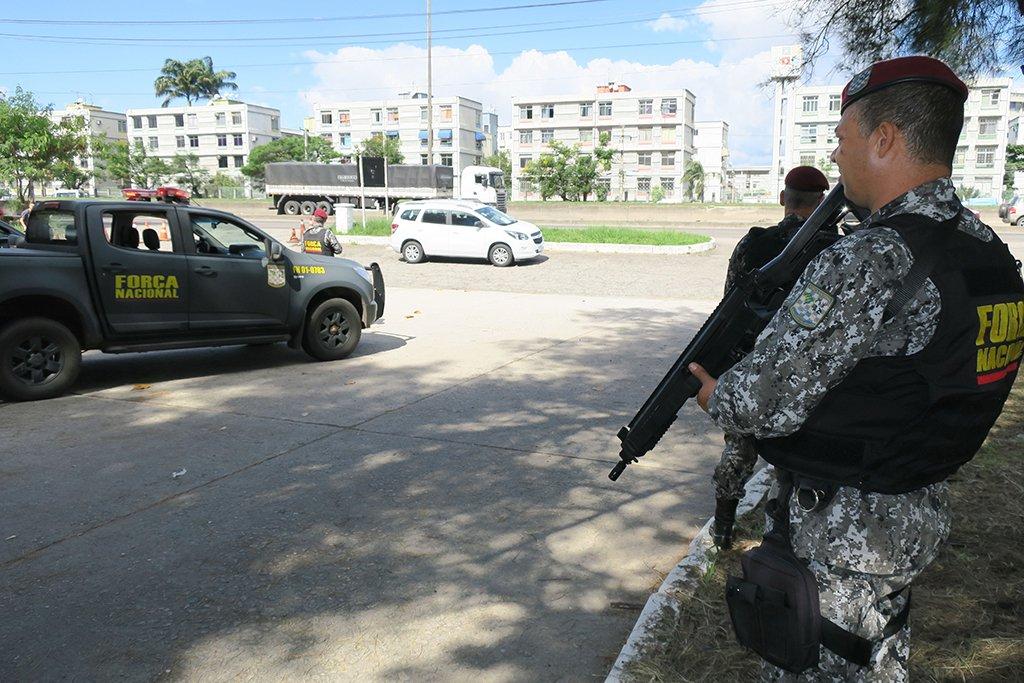 Rio de Janeiro - Agentes da Força Nacional iniciam operação de apoio e reforço à segurança no Rio de Janeiro, com foco no combate ao roubo de cargas e repressão ao crime organizado (Vladimir Platonow/Agência Brasil)
