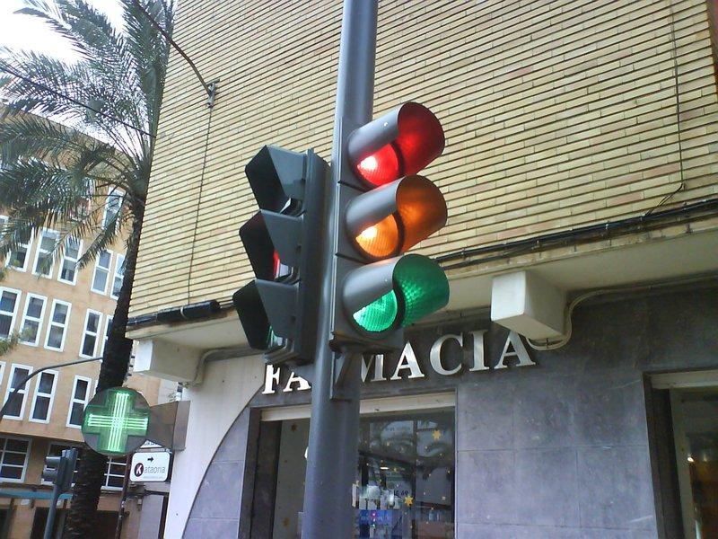 A Prefeitura de Fortaleza vem promovendo a revitalização da rede existente com a substituição das atuais lâmpadas halógenas por lâmpadas de LED. Atualmente, 88% dos semáforos de Fortaleza já são contemplados com esse tipo de iluminação e 118 semáforos contam com nobreak, que assegura o seu funcionamento mesmo quando ocorre interrupção no fornecimento de energia