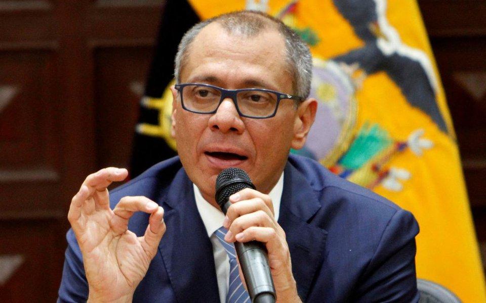 """Tribunal Nacional de Justiça do Equador aceitou o pedido da defesa do vice-presidente do país, Jorge Glas, para revisar o mandado de prisão preventiva; Glas está preso desde segunda-feira (2), em consequência das investigações de corrupção relacionadas à empresa Odebrecht; no caso do Equador, a Odebrecht teria pago propinas de mais de US$ 35,5 milhões a """"funcionários do Governo"""", supostamente lhe gerando benefícios de mais de US$ 116 milhões"""