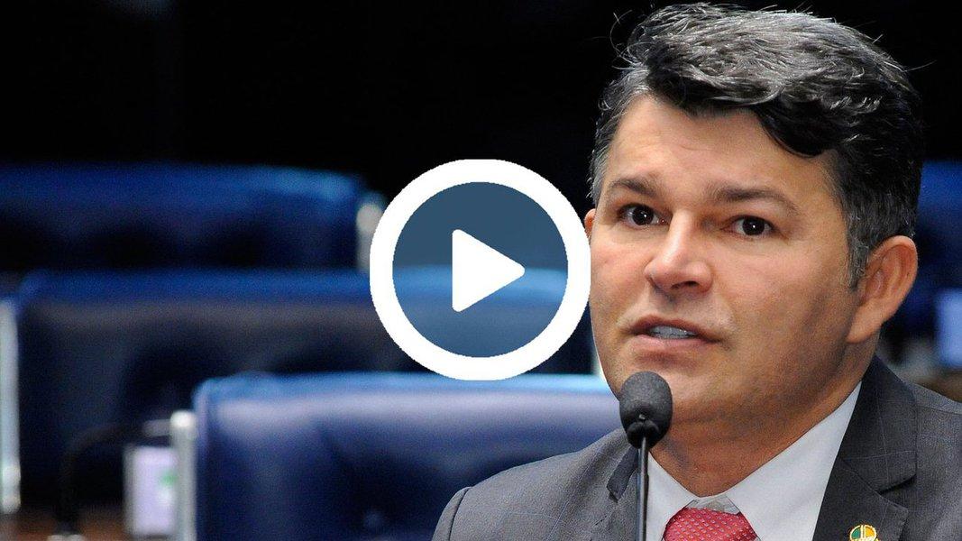 """Em vídeo reproduzido pelo Diário do Centro do Mundo, o vice-líder do governo no Senado, José Medeiros (PSD-MT), ameaçou colega que ia discursar no plenário: """"se falar mal de Temer, corto o microfone aqui""""; assista"""