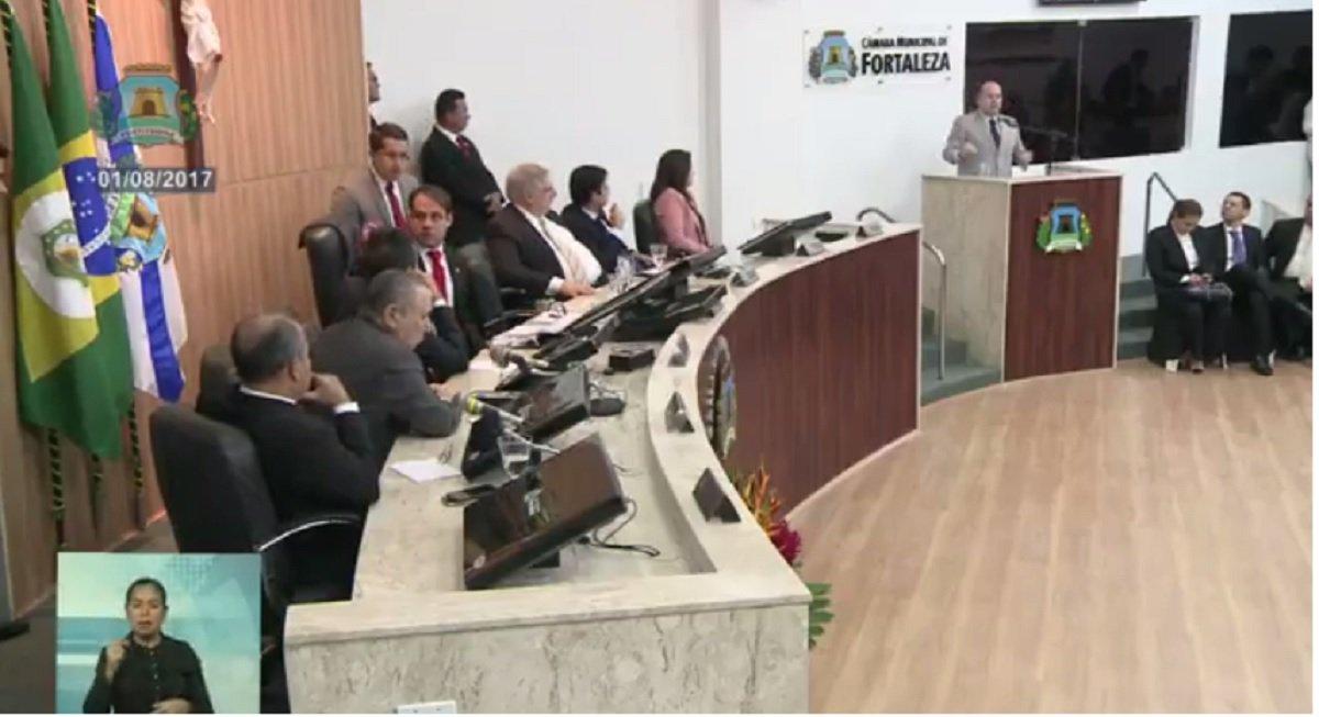 Na abertura do novo período legislativo da Câmara Municipal de Fortaleza, o prefeito de Fortaleza, Roberto Cláudio, compareceu hoje à sessão. Durante mais de uma hora, o prefeito fez um balanço dos seis primeiros meses do segundo mandato e anunciou várias ações que estarão sendo implantadas em breve