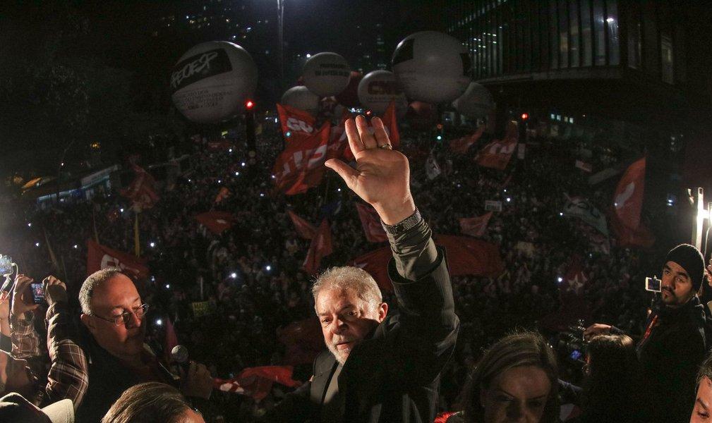 Somos um povo de paz, alegre, democrático, mas isso nunca significou rendição, submissão ou conformidade com injustiças sociais ou pessoais, como agora, no caso de Lula