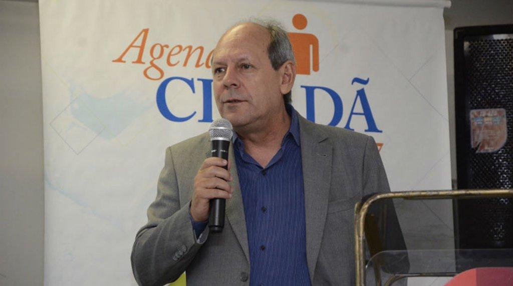 """O prefeito de Araguaína, Ronaldo Dimas(PR), faz coro a empresários e população sobre o remanejamento de R$ 46 milhões da obra de restauração e duplicaçãoda TO-222 feito pela Assembleia Legislativa; """"No ano que vem, os eleitores de Araguaína e região também irão 'remanejar' seus votos"""", afirmou o chefe do executivo"""