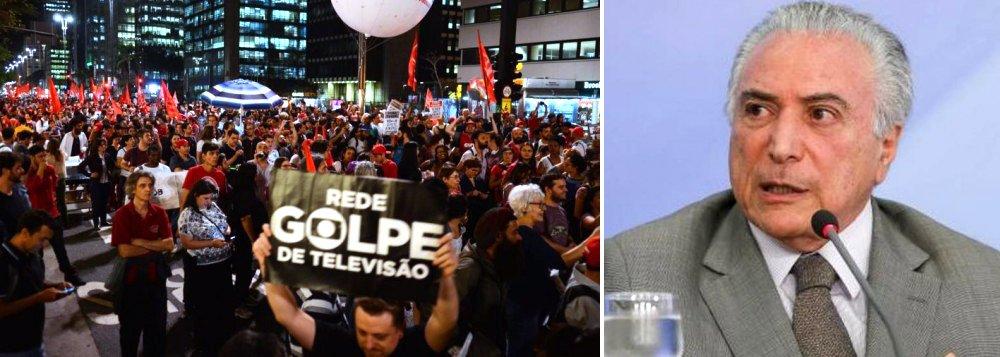 """""""Nosso inimigo é a aliança antinacional e sua agenda cujo objetivo central é o de fulminar a democracia e desmontar o Estado brasileiro. É com total respaldo da Rede Globo que agem os setores entreguistas da burocracia e tecnocracia estatal (MP, PF e Judiciário). Por isso bato na tecla de construir alianças amplas que nos permitam cerrar fileiras na defesa da Democracia e da Constituição de 1988. Se compreendermos isto, já será um grande passo"""", diz o colunista Daniel Samam; """"Do contrário, permaneceremos como espectadores de nossa própria tragédia, mordendo iscas e gastando energia com a pauta de costumes, que é utilizada pela direita como 'boi de piranha' para o desmonte do Estado e a destruição da Democracia"""""""