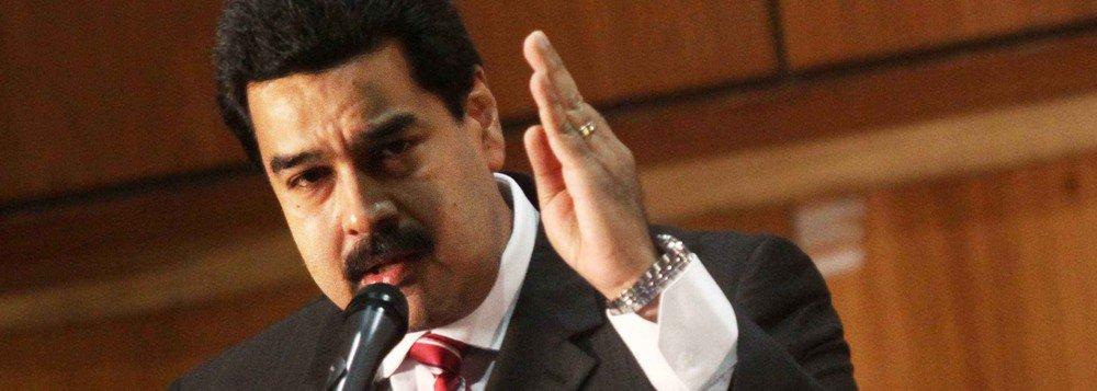 """O presidente da Venezuela, Nicolás Maduro, afirmou que os 33 magistrados nomeados pelo Parlamento para substituir os juízes do Tribunal Supremo de Justiça (TSJ), considerados """"ilegítimos"""" pelo órgão, serão presos """"um a um"""" e terão os bens e contas bancárias congelados; """"Estes que nomearam, usurpadores que andam por aí, todos serão presos, um a um, um atrás do outro. Todos vão presos e todos terão congelados os bens, as contas e tudo mais. E ninguém vai defendê-los"""", disse Maduro"""