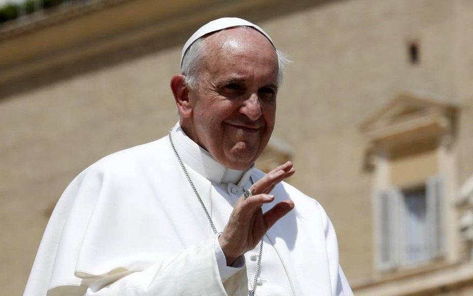 """O papa Francisco disse neste domingo 23 que se alarmou com a recente violência em Jerusalém e pediu diálogo e moderação para ajudar a restaurar a paz; """"Estou seguindo com ansiedade a grave tensão e violência dos últimos dias em Jerusalém. Sinto a necessidade de expressar um apelo sincero para a moderação e o diálogo"""", disse o pontífice"""