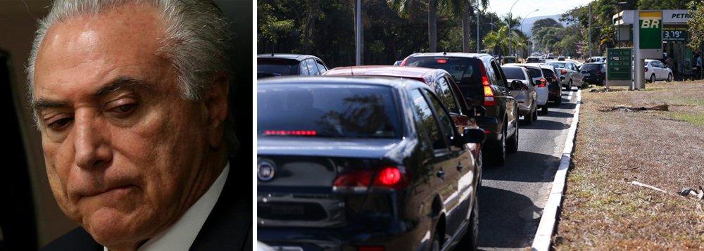 """""""Ainda bem que vivemos um quadro de estabilidade, onde sobra confiança na estabilidade da economia"""", diz o jornalista Fernando Brito, editor do Tijolaço, ao comentar a liminar judicial que suspendeu o aumento dos combustíveis"""