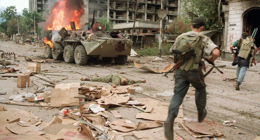 O presidente russo, Vladimir Putin, acusou os EUA de terem prestado apoio aos extremistas durante as guerras na Chechênia (1994-2009). O colunista Andrei Kots analisou o assunto em um artigo para a Sputnik