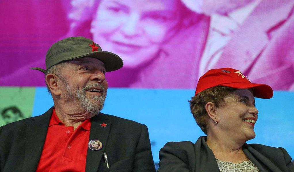 """Presidente eleita Dilma Rousseff prestou depoimento nesta quinta-feira, 22, como testemunha na ação penal contra o ex-presidente Lula no âmbito da operação Zelotes; Dilma negou que Lula tenha cometido tráfico de influência, durante o governo dela, nos episódios da compra dos caças suecos Gripen e na aprovação de medida provisória para beneficiar o setor automobilístico; """"O presidente Lula jamais interferiu em nenhuma atividade do meu governo. Ele tinha o maior respeito por mim. E, mesmo quando eu era da Casa Civil [ministra entre junho de 2005 e março de 2010], ele jamais se intrometeu em assuntos que eram da minha alçada"""", disse Dilma"""