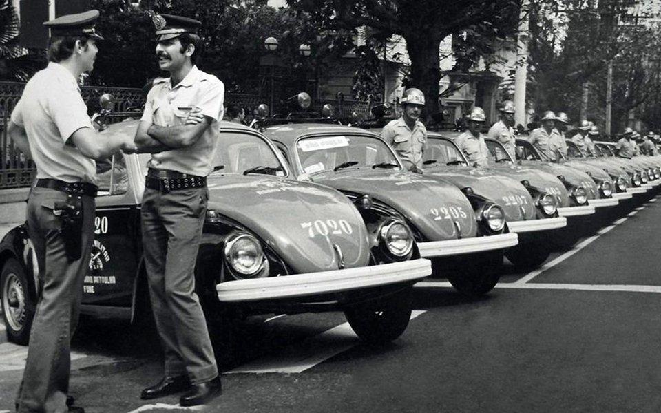 Filial brasileira da Volkswagen supostamente colaborou ativamente com a ditadura no Brasil na perseguição de opositores políticos, segundo o jornal Süddeutsche Zeitung e as emissoras NDR e SWR; imprensa alemã detalha que há quase dois anos foi aberta em São Paulo uma investigação sobre a Volkswagen do Brasil para determinar a participação da empresa durante a ditadura de 1964 a 1985