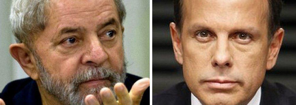"""""""Se João Dória diz a uma platéia de especuladores, como registra a Época, que 'é melhor que Lula dispute (a eleição presidencial de 2018) e perca. Temos de vencer Lula nas urnas', é sinal de que tem pesquisas indicando que a decretação da prisão de Lula ia produzir um terremoto eleitoral. (...) É óbvio que João Dória ou qualquer outro candidato a Presidente preferiria concorrer sem ter de enfrentar o favorito Lula. Mas, ao que parece, têm mais medo de enfrentar """"o mito"""" e o """"mito"""" não é Jair Bolsonaro"""", escreve Fernando Brito, editor do Tijolaço"""