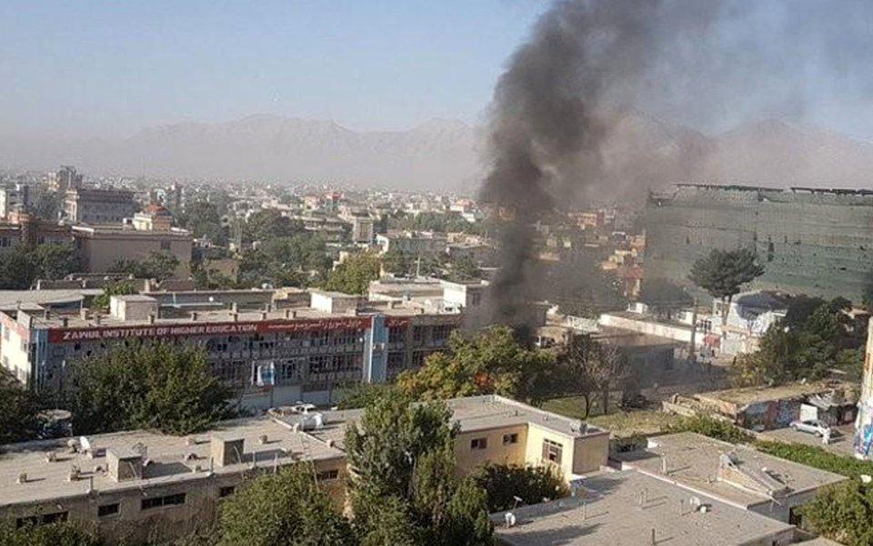 Um agressor do Taliban detonou um carro-bomba na cidade de Cabul deixando até 35 mortos e mais de 40 feridos, informaram autoridades do governo, em um dos piores ataques na capital afegã nas últimas semana; Taliban, que disputa o controle do Afeganistão com o governo apoiado pelo Ocidente e com uma coalizão apoiada pela Otan, lançou uma onda de ataques pelo país nos últimos dias, desencadeando conflitos em mais de seis províncias