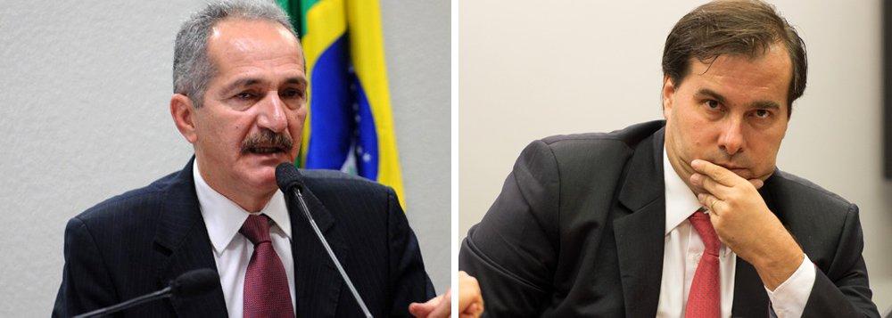 """Em entrevista ao site Nocaute, do jornalista Fernando Morais, o ex-ministro da Defesa Aldo Rebelo (PCdoB) revela que está """"afastado"""" de uma agenda do PC do B, diz que tem """"alianças pontuais"""" com Rodrigo Maia (DEM-RJ), mas nega articulação para ser vice do atual presidente da Câmara; Rebelo defendeu também a convocação de eleições diretas e criticou o impacto da Lava Jato na economia brasileira e a influência dos EUA no golpe contra Dilma Rousseff; confira a íntegra"""