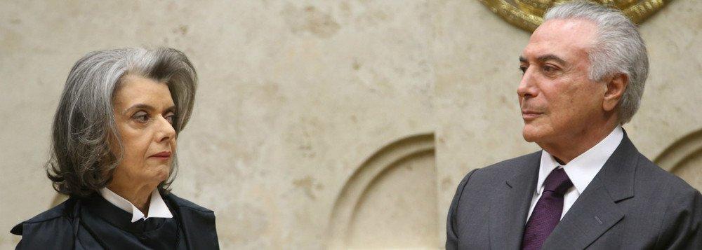 """""""De uns dias para cá, a crise política começou a tomar ares de conflito institucional"""", avalia a jornalista Helena Chagas, do site Os Divergentes, destacando que """"mais uma indicação disso"""" foi a notícia de que o Planalto teria acionado a Abin para bisbilhotar a vida do ministro Edson Fachin; """"Com ou sem desmentidos, o fato é que, acuado, o Planalto entrou num jogo pesado contra seus adversários, que além de Fachin incluem o PGR Rodrigo Janot, a JBS e todos que ameaçam seu mandato"""""""