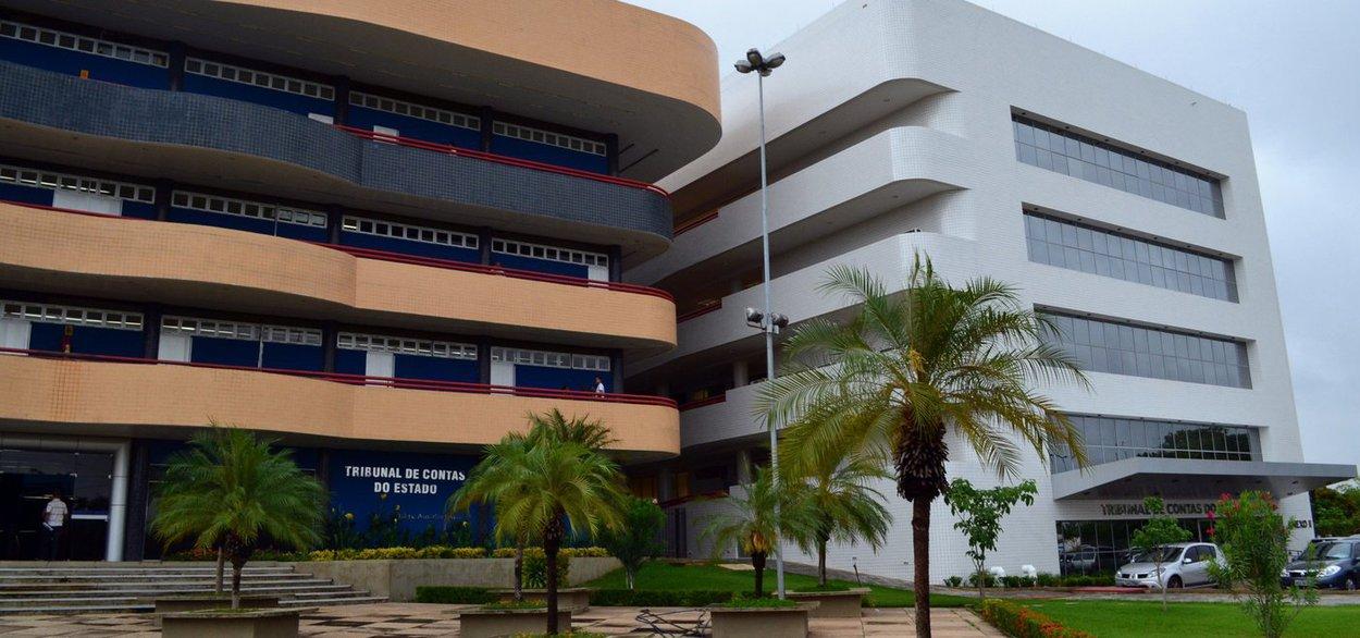 O Tribunal de Contas do Estado (TCE-PI) aprovou o pedido de bloqueio das contas de oito municípios por atraso no pagamento de parcelamentos de dívidas do RPPS (Regime Próprio de Previdência Social); também foi aprovado o bloqueio preventivo de precatórios do antigo Fundef (Fundo de Manutenção e Desenvolvimento do Ensino Fundamental e de Valorização do Magistério) de 14 municípios