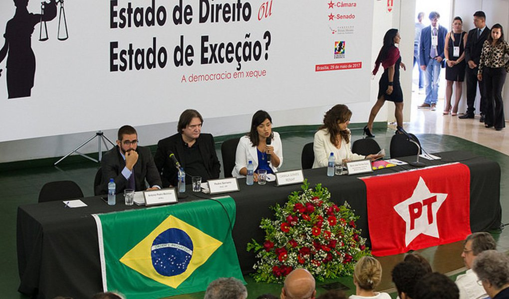 """É preocupante """"o uso excessivo da excepcionalidade jurídica por membros do Ministério Público e do Judiciário, fraturando a essência constitucional e convencional das garantias do Justo Processo e dos princípios elementares que o acompanham em qualquer sociedade democrática""""; esta é a essência da """"Carta de Brasília"""", assinada nessa segunda-feira, 29, por juristas, advogados e lideranças políticas que participaram, na UnB, do seminário """"Estado de Direito ou Estado de Exceção? A Democracia em Xeque""""; leia o documento na íntegra"""