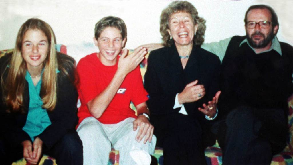 """Andreas Albert von Richthofen foi cercado por policiais enquanto tentava pular o muro de uma casa em Santo Amaro, na zona sul de São Paulo; único irmão de Suzane von Richthofen, condenada pelo assassinato dos próprios pais, Andreas teria sintomas condizentes com """"abuso de substâncias ilícitas"""", de acordo com seu prontuário; informação divulgada inicialmente, de que ele teria sido encontrado na Cracolândia, não é verdadeira"""