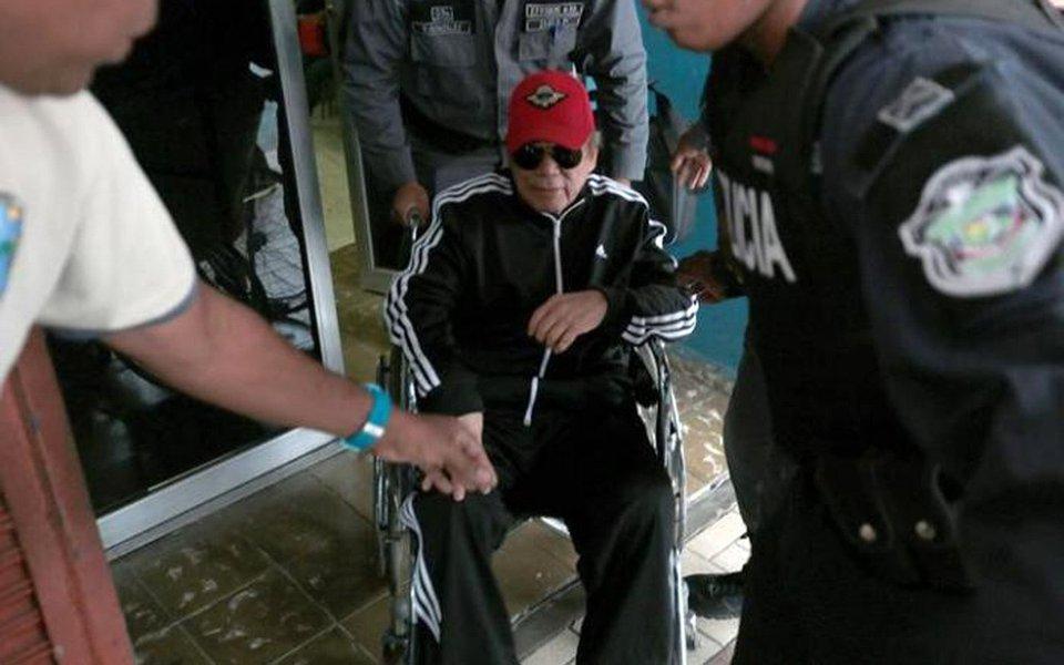 O general aposentado dominou as manchetes do mundo todo em 20 de dezembro de 1989, quando 28.000 soldados norte-americanos tomaram o controle da Cidade do Panamá para derrubar seu regime brutal (1983-1989) que espionava para a CIA, trabalhava com traficantes de drogas e torturava seus inimigos