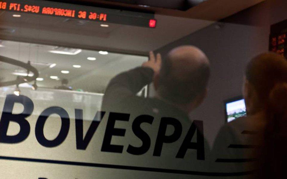 Ibovespa opera em alta de 0,90%, aos 63.500 pontos, impulsionado pelo crescente rumor de que a chapa Dilma-Temer será absolvida no julgamento do TSE, que foi retomado na manhã desta quarta-feira (7); no mesmo horário, os contratos de dólar futuro com vencimento em julho operavam em baixa de 0,20%, cotados a R$ 3,290