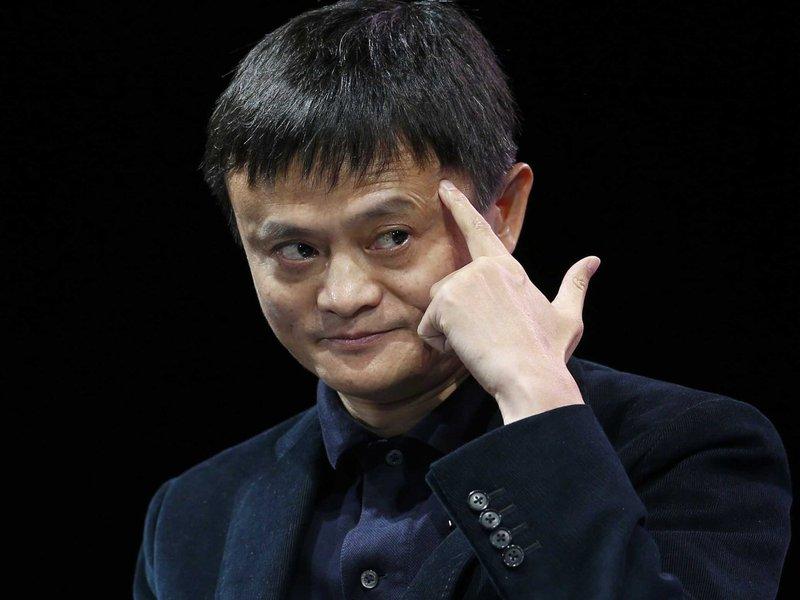"""Enquanto o Brasil de Temer quer instituir jornadas de trabalho de até 12 horas diárias, mundo discute redução da jornada e semana de trabalho de quatro dias; para Jack Ma, fundador da gigante chinesa Alibaba, """"com a evolução datecnologia, e a inteligência artificia, haverá espaço para que as pessoas trabalhem menos eviajemmais""""."""