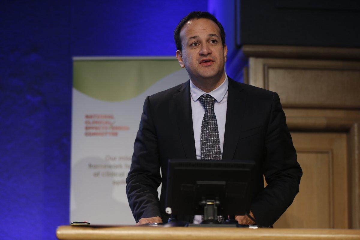 Em mudança histórica, Irlanda elege filho de imigrantes como premiê; o médico Leo Varadkar, filho de indianos e gay, assumirá como o mais jovem premiê da história do país europeu