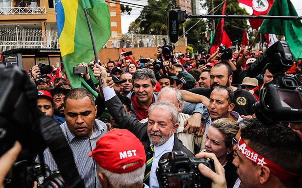 """""""Na capacidade de fazer um balanço ainda não suficientemente exaustivo, mas suficiente para corrigir os erros e de se voltar para a formulação das alternativas de um futuro renovado para o pais, está o desafio do 6º Congresso do PT"""", diz o colunista do 247 Emir Sader; """"Se a continuidade da liderança e da hegemonia do Lula sobre o conjunto do partido é uma realidade inquestionável, haverá renovação na presidência do PT, com a projeção de uma nova liderança, que aponta para a necessidade do partido se renovar, nas práticas e nas plataformas, na incorporação de novas gerações e na forma de agir interna e externamente, no discurso e na realidade concreta"""", afirma"""