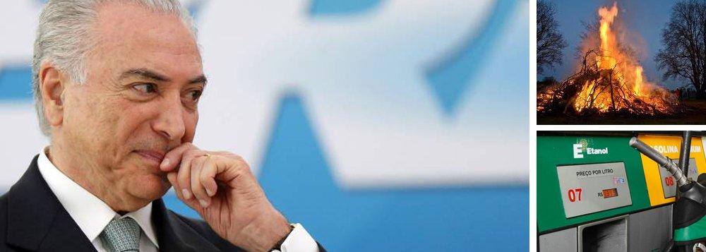 """""""Alguém acredita que aumentar gasolina vai estancar o desemprego, ampliar o crédito inexistente na praça e estimular a volta dos investimentos? Ou vai exacerbá-los?"""", questiona o jornalista Alex Solnik, colunista do 247; """"A questão do Fora Temer não é ideológica nem moral. É uma questão de sobrevivência dos brasileiros. Cada dia a mais de Temer no Palácio do Planalto é um real a menos na nossa já magra carteira"""", diz Solnik, que avisa: """"De tanto semear fogo o imolado pode ser ele"""""""