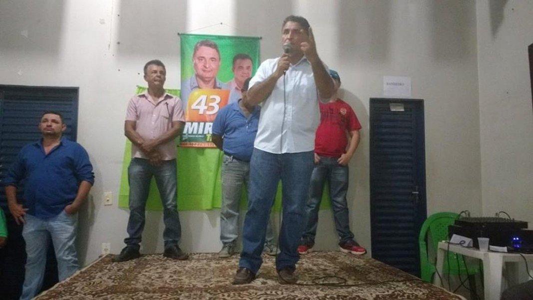 Com 55,08% dos votos válidos, Altamirando Zequinha (PV) foi eleito prefeito de Taguatinga; o candidato a prefeito Lúcio Renato José Pereira (PSD), obteve 44,92% dos votos; o TSE indeferiu o registro da candidatura do prefeito eleito Paulo Roberto Ribeiro (PSD), porque ele teve as contas rejeitas pelo TCU durante outro mandato que esteve à frente da prefeitura