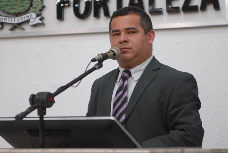 O deputado federal Vaidon Oliveira (DEM-CE) apresentou projeto na Câmara dos Deputados com o objetivo de proibir a utilização de imagens de videomonitoramento do interior de veículos para a aplicação de multas de trânsito. Este ano, a Prefeitura de Fortaleza passou a utilizar este tipo de equipamento, com a justificativa de garantir maior segurança e fluidez no trânsito