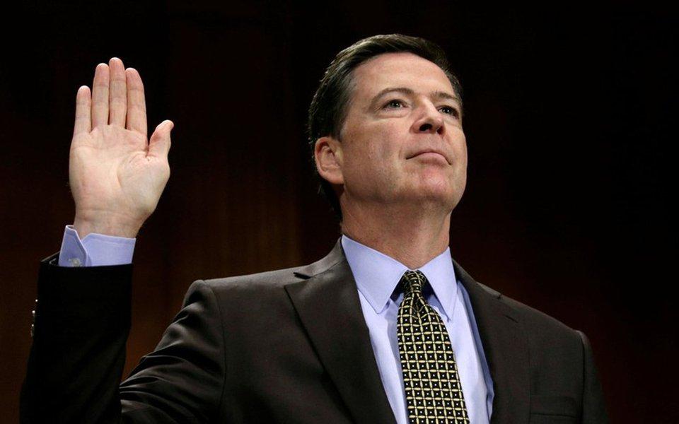 """O ex-diretor do FBI James Comey afirmou em testemunho sobre a investigação no Comitê da Inteligência do Senado dos EUA que Donald Trump mentiu, escolheu difamá-lo e também o FBI;ao ser questionado se """"tinha alguma dúvida de que a Rússia tentou interferir"""" nas eleições norte-americanas, ele respondeu: """"Nenhuma"""""""