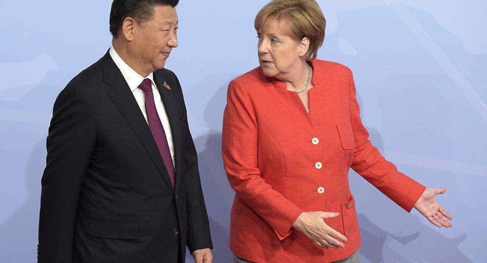 O governo da Alemanha impôs barreiras contra os investimentos chineses após reforçar o controle das autoridades em setores estratégicos de sua economia; Brasil, ao contrário, vem permitindo que os chineses comprem tudo