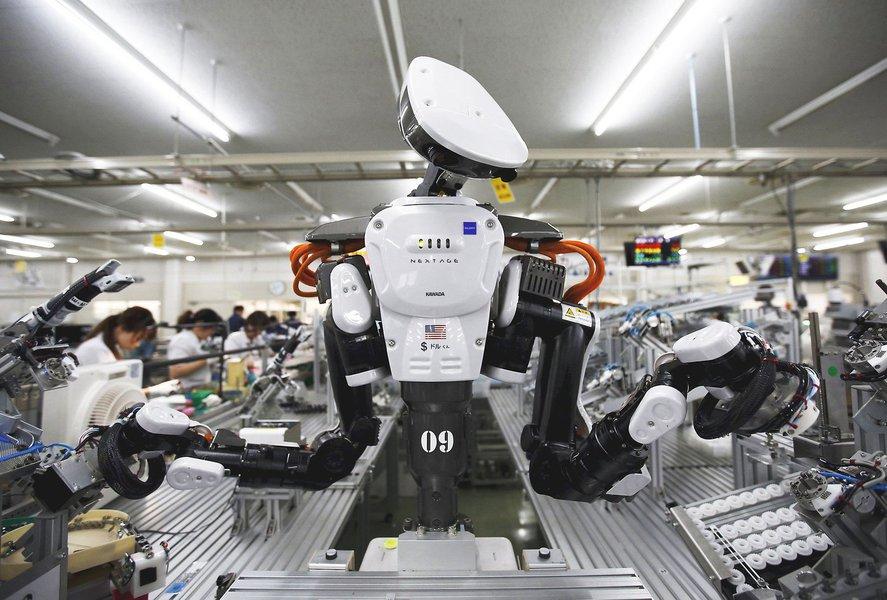 A maior de todas as ameaças da tecnologia é a matança dos empregos. A inteligência artificial está devastando os empregos. Os empresários dizem que os robôs nunca estarão cansados, não adoecem, serão mais capazes, baratos, mais produtivos e farão o trabalho muito melhor do que os seres humanos