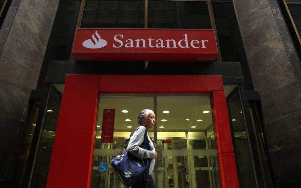 Lucro do Santander Brasil subiu quase 40% no segundo trimestre; maior banco estrangeiro no país, o Santander informou que seu lucro líquido somou R$ 1,879 bilhão, alta de 3% sobre janeiro a março e de 39,5% contra igual período do ano passado; lucro recorrente, que exclui despesas com amortização de ágio, somou R$ 2,335 bilhões, alta sequencial de 2,4% e aumento de 29,3% ante mesma etapa de 201