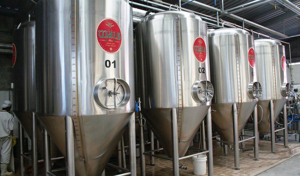 A crise econômica não inibiu a expansão do mercado de cervejas artesanais no Brasil, nos últimos anos; pelo contrário, o consumo cresceu, em média, 20% ao ano e a expectativa é de que, até o final de 2017, 500 cervejarias artesanais estejam operando no País; atento a esse movimento e às necessidades de melhoria dos processos, produtos e gestão das microcervejarias, o Sebrae vai participar da Brasil Brau (Feira Internacional de Tecnologia em Cerveja), considerada o maior evento profissional da indústria cervejeira no País; a Brasil Brau vai acontecer no período de 26 a 28 de julho, no Centro de Exposições São Paulo Expo, na capital paulista