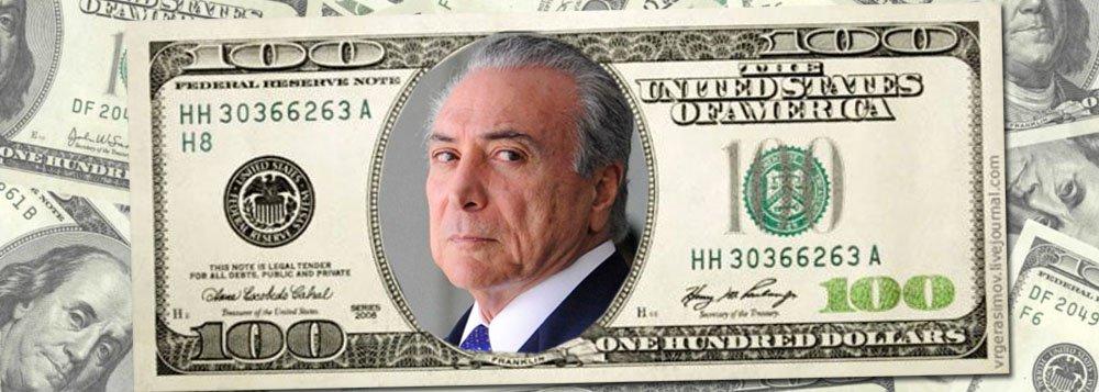 O Tribunal de Contas da União retomou a investigação de um contrato da Odebrecht com a Petrobras que atinge diretamente Michel Temer; fechado em 2009 por US$ 825 milhões, o acordo consiste na prestação de serviços de segurança e meio ambiente para unidades da Petrobras no exterior; de acordo com dois delatores da Odebrecht, foi acertada uma propina de US$ 40 milhões para o PMDB, numa reunião presidida por Temer; em seu primeiro mandato, logo que soube do superfaturamento, a presidente Dilma Rousseff determinou à então presidente da Petrobras, Graça Foster, que reduzisse o contrato em 43%; preso em Curitiba, Eduardo Cunha tentou questionar Temer sobre este contrato, mas suas questões foram vetadas pelo juiz Sergio Moro, que entendeu que o ex-deputado tentava extorquir o chefe de governo