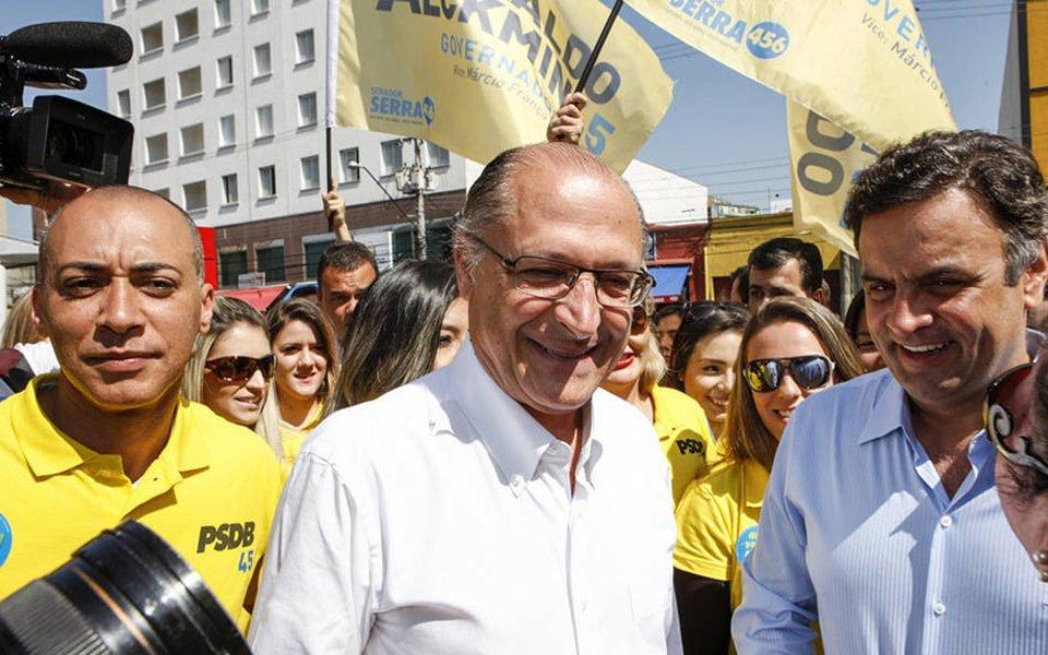 """Governador de São Paulo e pré-candidato à Presidência pelo PSDB, Geraldo Alckmin, disse ter a """"consciência tranquila"""" e que suas campanhas foram """"franciscanas""""; """"Não há nenhuma denúncia formal, tem uma citação. Tenho a consciência absolutamente tranquila. Todas as minhas campanhas foram estritamente 'franciscanas' no sentido de 'menos gastos'. E tenho uma vida pública que depois de 40 anos o patrimônio é quase nada, meu patrimônio é quase nada; é o que herdei da minha família"""", afirmou; declaração vem na esteira das delações premiadas que citam o tucano como sendo beneficiário de R$ 10 milhões por meio de caixa 2 bancado pela Odebrecht"""
