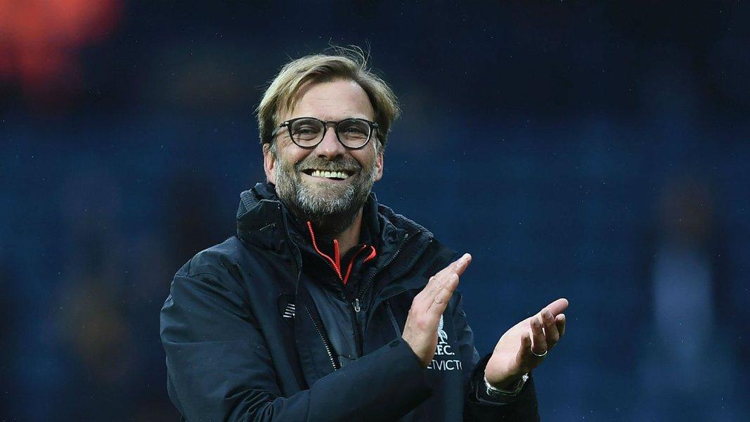 O técnico do Liverpool, o alemão Jurgen Klopp, declarou nesta sexta-feira (21), que o time inglês não irá negociar o meio-campista brasileiro Philippe Coutinho; o meia é alvo da cobiça do Barcelona, que teria oferecido70 milhões de libras (91 milhões de dólares) pelo jogador