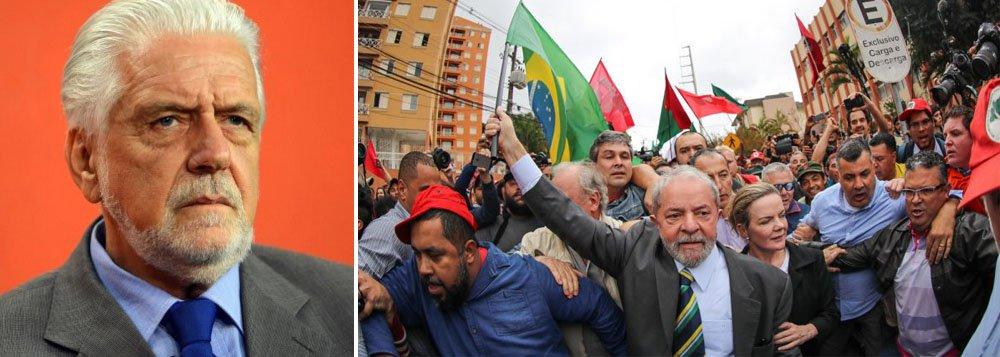 """Ex-ministro Jaques Wagner volta a dizer que Lula é """"perseguido"""" pela Justiça e pela mídia para não poder ser candidato em 2018, e diz que este movimento é capitaneado """"por aqueles que só sabem ganhar no tapetão e ficam com medo""""; """"Vamos aguardar o que a justiça vai fazer. Acredito que é um erro interditar a candidatura de Lula para 2018. Se querem derrotar o Lula, deixem ele ser candidato e derrotem nas urnas"""", diz Wagner; ele não vê outro caminho para tirar o País da crise senão por via de eleições diretas, e não acredita no potencial de nenhum dos nomes cotados para o pós-Temer; """"Eu, hoje, não vejo um nome para substituir Temer. O Congresso está perdido"""""""