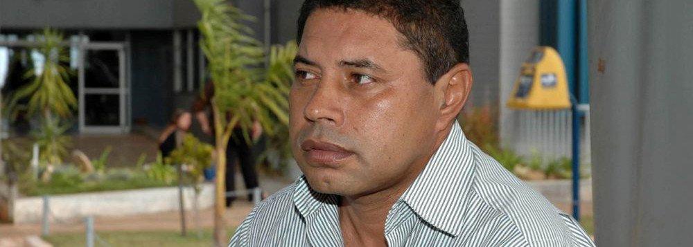 O ministro Ricardo Lewandowski, do Supremo Tribunal Federal, autorizou que o ex-deputado distrital Carlos Xavier, condenado a 15 anos de prisão por homicídio qualificado, recorra da pena em liberdade; ele é acusado de encomendar o assassinato de um adolescente de 16 anos, em 2004; de acordo com o inquérito, o jovem seria amante da mulher dele; a pedido do MP, o mandado de prisão contra Xavier foi expedido em setembro de 2016, mas nunca foi cumprido; também não há data para o STF levar o caso a julgamento