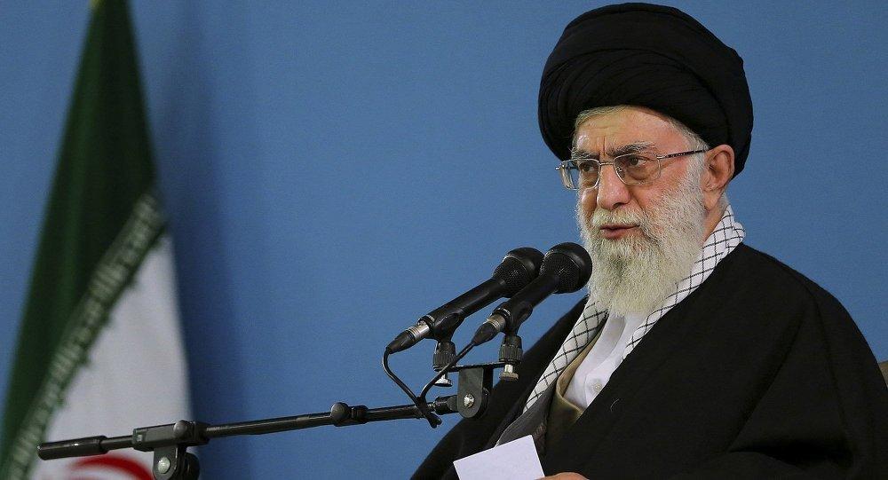 O líder supremo do Irã, o aiatolá Ali Khamenei, disse neste domingo, 9, que o ataque dos Estados Unidos a uma base aérea das Forças Armadas da Síria foi um erro estratégico e que Washington segue apoiando o terrorismo no Oriente Médio
