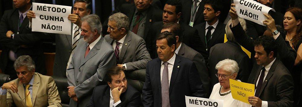 Brasília - Plenário da Câmara discute e vota novo requerimento de urgência para reforma trabalhista (Fabio Rodrigues Pozzebom/Agência Brasil)