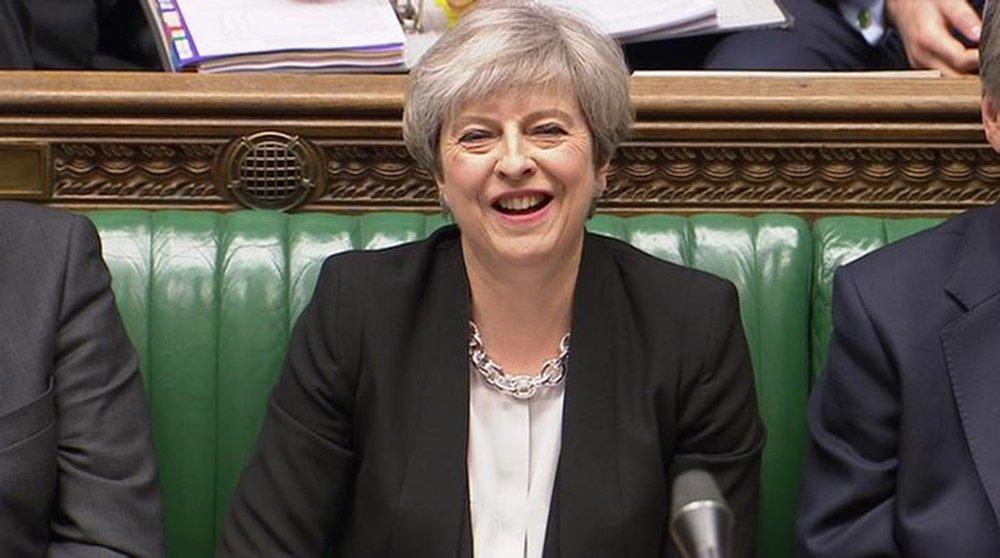 Premiê britânica, Theresa May, durante sessão do Parlamento, em Londres. 19/04/2017 Parbul TV/Divulgação via Reuters