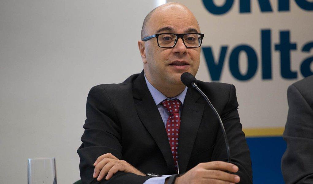 """Para o cientista político e professor da UFRJ, a instabilidade do governo Michel Temer não é apenas uma crise política, ela representa o fim de um ciclo de quase 40 anos na democracia brasileira; para ele,""""a eleição de 2018 será parecida com a de 1989"""", com """"todo mundo"""" querendo """"ser anti-Temer, assim como todo mundo era anti-Sarney""""; """"Espero que o Brasil que discute política no Whatsapp não peça passagem anulando o voto"""", opina"""