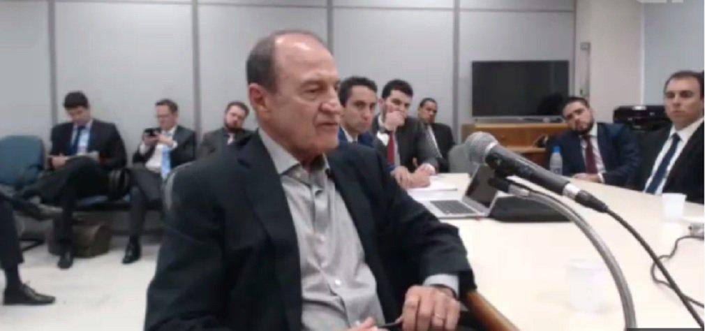 O executivo da OAS Agenor Franklin Medeiros revelou ao juiz Sérgio Moro a existência de uma 'área de vantagens indevidas' dentro da construtora destinada ao financiamento de campanhas eleitorais; Agenor afirmou que a empreiteira fez parte de esquemas de corrupção dentro e fora da Petrobras e que havia um caixa para os partidos; ex-executivo relatou que a empreiteira teria pago vantagens indevidas a partidos, e mencionou PP, PT e PSB, como parte dos beneficiários