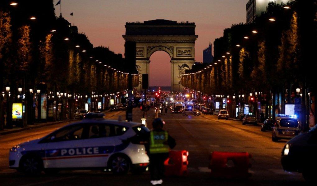 Estado Islâmico foi responsável por um ataque no centro de Paris nesta quinta-feira, 20, que matou um policial e feriu outros dois, disse a agência de notícias do grupo, Amaq; a agência identificou o agressor como um de seus soldados, chamando-o de Abu Yousif, o belga; o autor dos tiros tinha como alvo os agentes que patrulhavam a região, informou o porta-voz do Ministério do Interior da França, Pierre-Henri Brandet