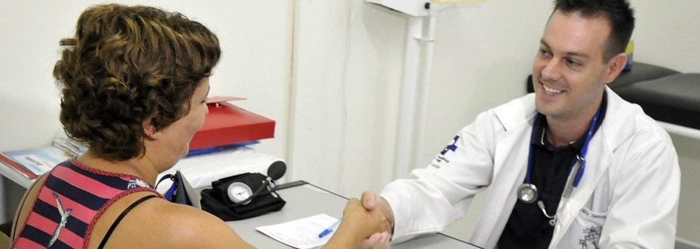 A chegada de sete profissionais para integrar o Programa Mais Médicos no Piauí está prevista para esta terça-feira (25), no aeroporto Senador Petrônio Portella, em Teresina; chegando ao Piauí, serão conduzidos para atuarem em seis municípios; oPiauí conta com 352 médicos do Programa Mais Médicos