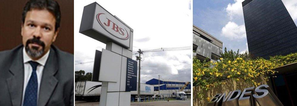 Funcionários do Banco Nacional de Desenvolvimento Econômico e Social (BNDES) fizeram nesta sexta-feira 12 um ato de solidariedade aos colegas conduzidos coercitivamente pela Polícia Federal (PF) para prestarem depoimento na Operação Bullish, que investiga supostas irregularidades em aportes de R$ 8,1 bilhões da BNDES Participações (BNDESPar) ao grupo JBS; os funcionários criticam o uso da condução coercitiva, quando a pessoa é levada para prestar depoimento; aportes do BNDES permitiram que a JBS se tornasse a maior empresa de proteína animal do mundo e que o BNDES tivesse lucro com a venda das ações; juiz que determinou as coercitivas é Ricardo Leite, o mesmo que mandou fechar o Instituto Lula, numa decisão amplamente contestada nos meios jurídicos