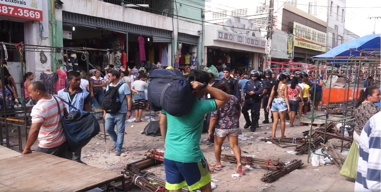 A partir das 16h desta quarta-feira (19), cerca de cinco mil feirantes da José Avelino irão realizar protesto contra a Prefeitura de Fortaleza. Os manifestantes querem permanecer na área, mas o prefeito Roberto Cláudio (PDT) já avisou que a feira vai ter que deixar o local no próximo mês